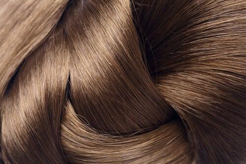 Kiiltävät hiukset