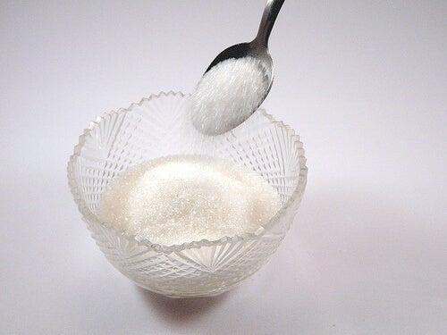 6 ruokaa, jotka aiheuttavat selluliittia - valkoinen sokeri.