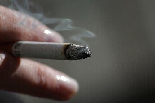 heikko verenkierto-tupakointi