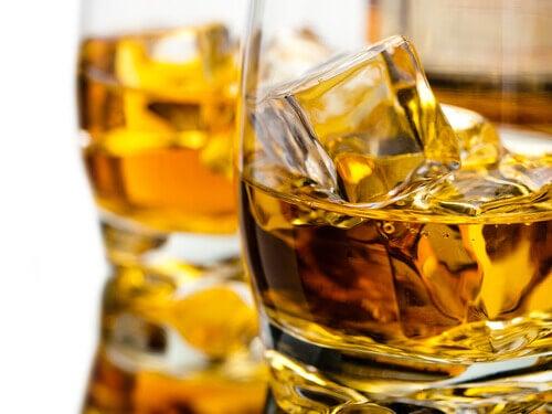 whiskey jääpaloilla