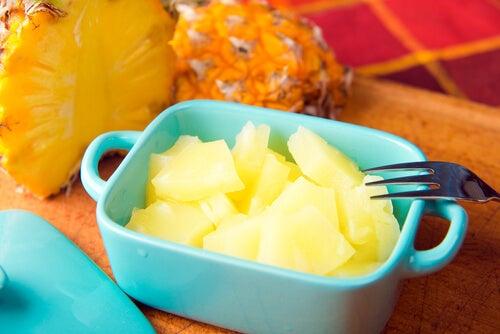 ananas auttaa puhdistumaan myrkyllisistä aineista