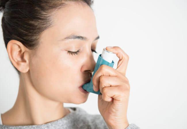 Krooninen astma voi helpottua erilaisilla luonnollisilla hoitokeinoilla.