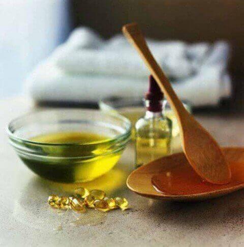 Kotitekoinen kynnenkovettaja valmistuu mm. e- vitamiinista, sitruunasta ja valkosipulista.