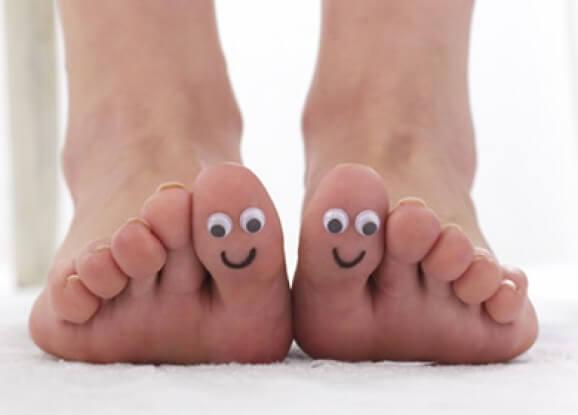 Hoida pahanhajuisia jalkoja luonnollisilla aineksilla.