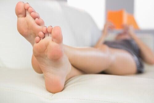 katkenneiden verisuonien hoito nostamalla jalat ylös