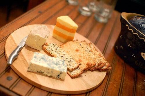 juustossa on jodia