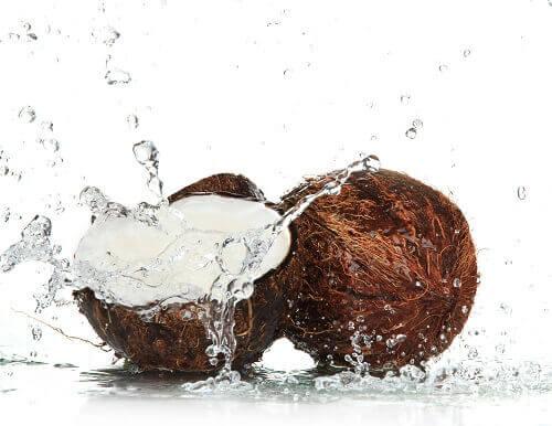 Kookosvettä ihon kosteutukseen.
