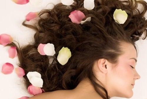 Miten hajustaa hiukset luonnollisesti