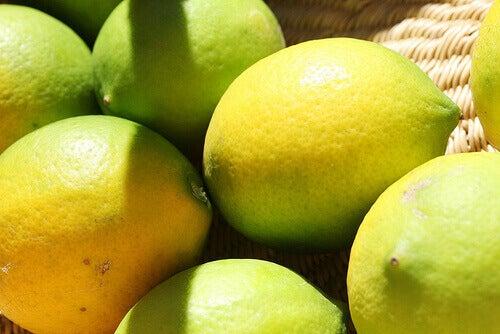 puhtaaksi sitruunalla monta sitruunaa