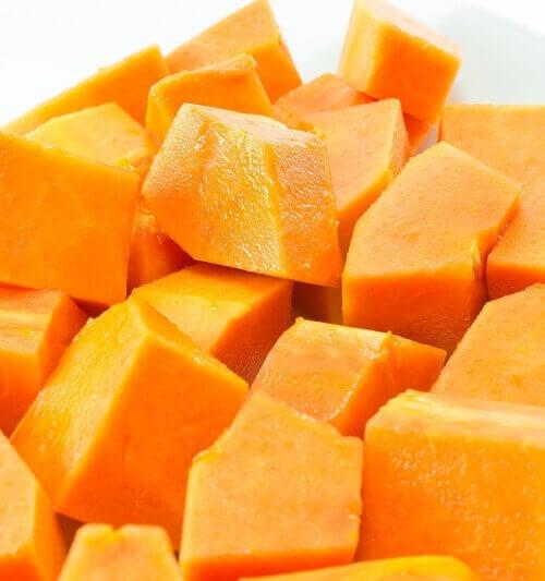 Papaija sisältää papaiini nimistä entsyymiä.