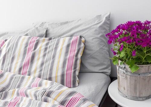 Näin teet makuuhuoneesta rentouttavan ja rauhallisen paikan