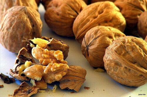 pidä huolta aivoistasi syömällä pähkinöitä