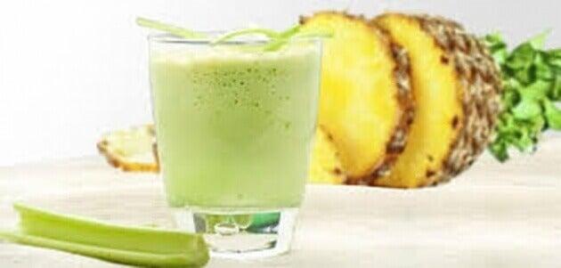 selleri- ja ananassmoothie