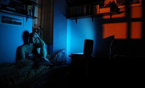 Unettomuutta aiheuttaa monet asiat, esimerkiksi stressi ja ahdistus.