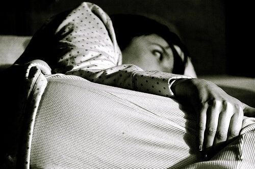 Luonnolliset torjuntakeinot unettomuuteen - juo lämmintä maitoa ennen nukkumaanmenoa.