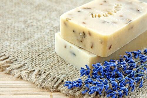 Kuinka valmistaa kotitekoista laventelisaippuaa