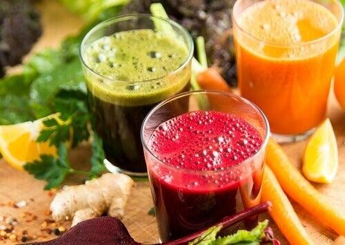 Hedelmäjuomat nopeaan ja terveelliseen laihduttamiseen