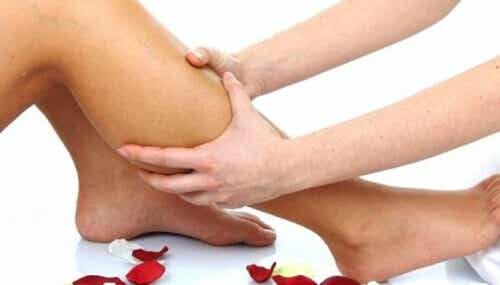 Paranna jalkojen verenkiertoa yrteillä
