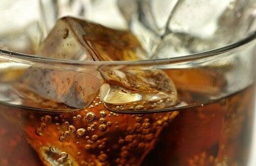 5 vältettävää juomaa ja niille vaihtoehdot