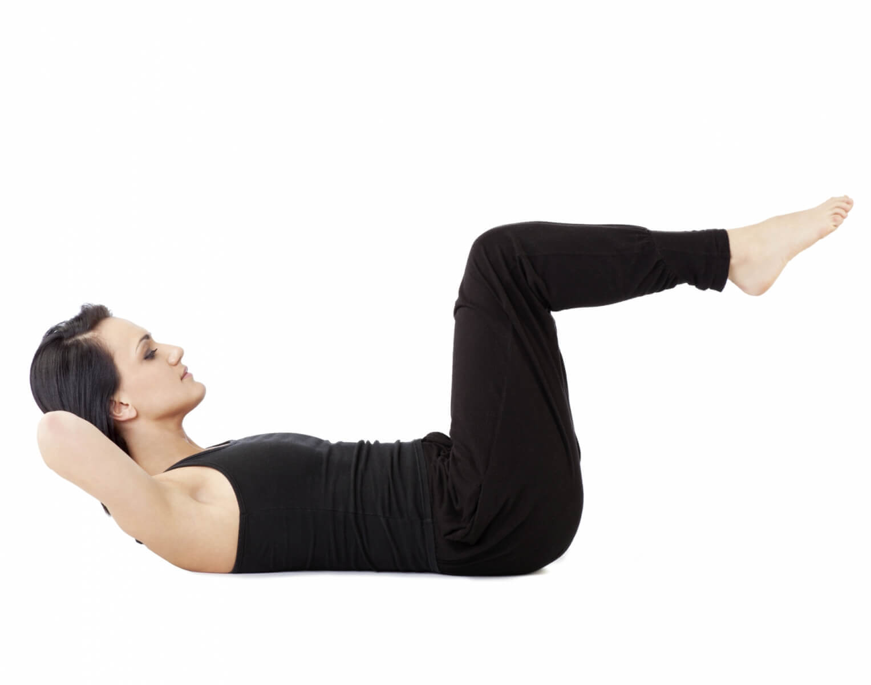 Harjoituksia suonikohjujen ehkäisyyn - makuuasento poistaa jaloista painetta.