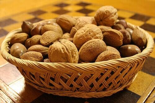 älä syö paljoa pähkinöitä