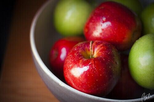 Omenat ihon kosteutuksessa.