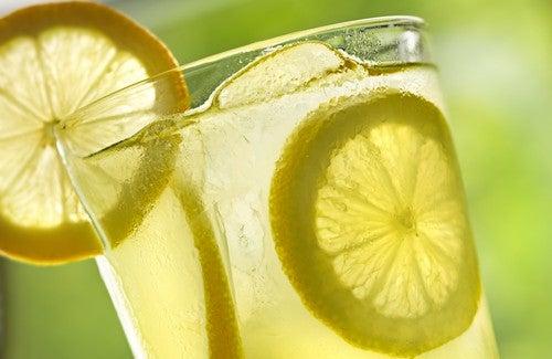 9 luonnollista rasvanpolttajaa: sitruuna