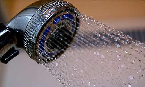 Kylmän suihkun 10 hyödyllistä vaikutusta