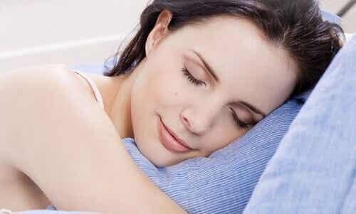 Nuku paremmin kotitekoisen tyynysuihkeen avulla