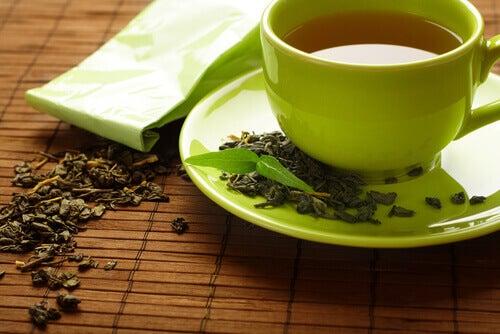 Vihreä tee lievittää nivelreuman aiheuttamaa kipua
