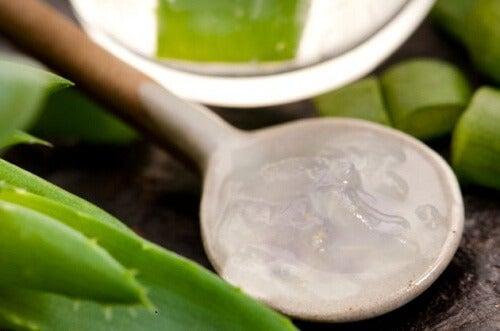 Aloe veraa ja omenaviinietikkaa sisältävä naamio suonikohjuille