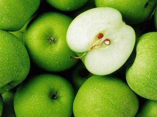 Omenat puhdistavat maksaa