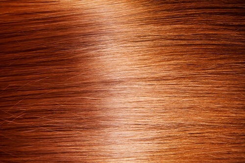 9 luonnollista tapaa saada hiukset kiiltämään