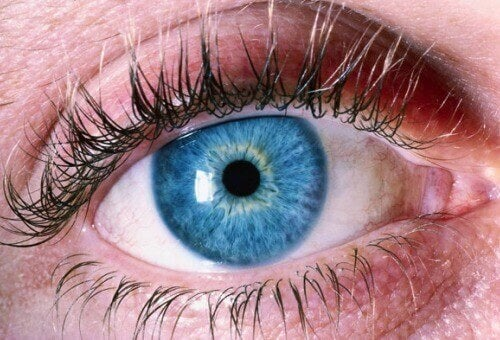 Havaitse Alzheimerin tauti silmistä