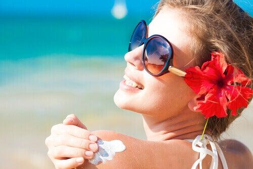 ehkäise vaaralliset luomet käyttämällä aurinkorasvaa
