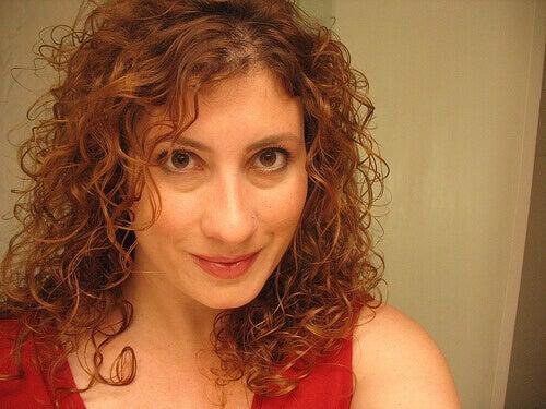 Leikkaa huonot latvat säännöllisesti, niin hiukset näyttävät elinvoimaisemmilta.