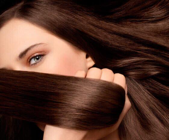 hiusten luonnollinen suoristus kotona