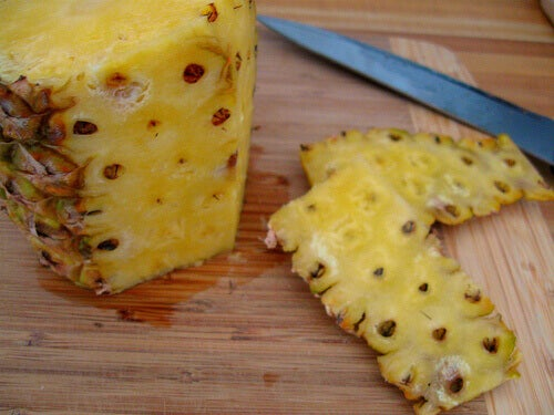 ananas ja sen kuoria