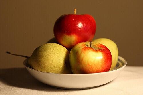 Omena on elimistöä puhdistava aines.
