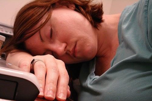 Krooninen väsymysoireyhtymä: Mikä se on ja miten sitä voi hoitaa