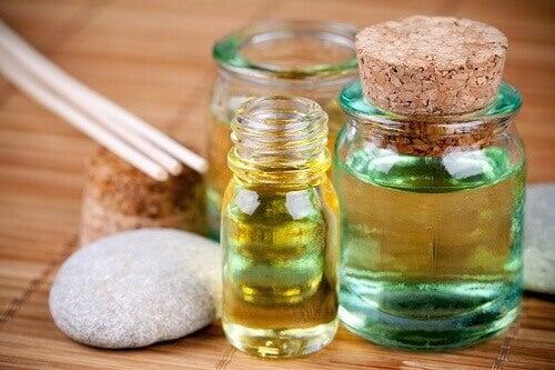 Vahingoittuneiden hiusten hoito - 4 korjaavaa öljyä