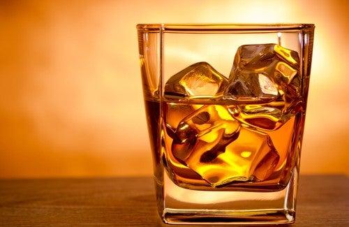 mikä aiheuttaa peräpukamat: Alkoholi