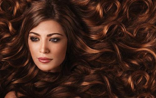pörröiset hiukset taas kiiltäviksi
