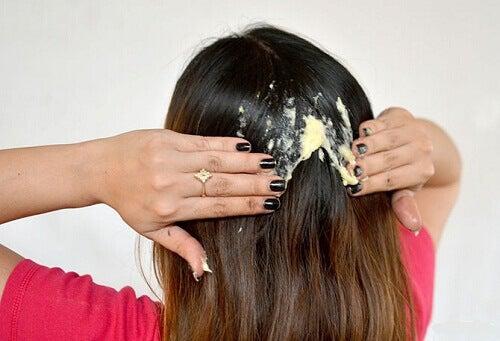 Korjaa vaurioituneet hiukset luonnollisesti