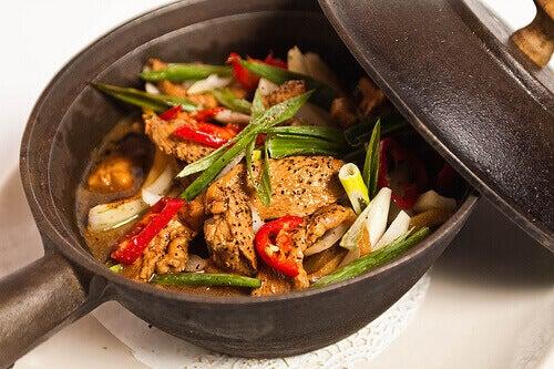 triglyseridien alentaminen syömällä mieluummin kanaa kuin possua