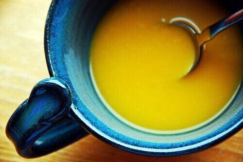 Keitto sisältää paljon vettä, joten se täyttää vatsan helposti.