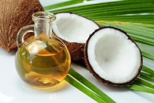 unohda pörröiset hiukset kookosöljyllä