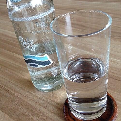 Saat paljon kalsiumia mm. mineraalivedestä.