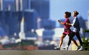 Kun kävelet vauhdikkaasti, poltat rasvaa paremmin.