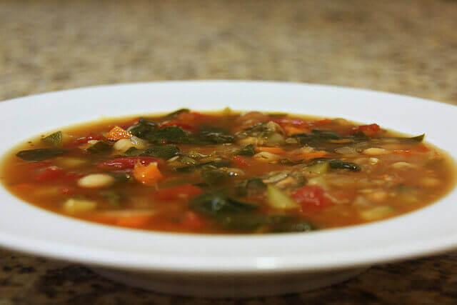 Terveelliset keitot ovat loistava tapa sisällyttää ruokavalioon kasviksia, vihanneksia ja juureksia.